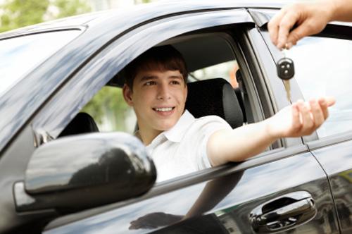 Sáng suốt trước những quảng cáo học lái xe